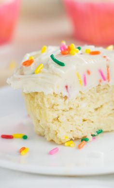 Enjoy this Low Carb Vanilla Cupcake Recipe, great for birthdays or just having a keto-alternative. Sugar Free Desserts, Low Carb Desserts, Gluten Free Desserts, Cupcake Recipes, Dessert Recipes, Healthy Desserts, Dessert Ideas, Cookie Recipes, Low Carb Cupcakes