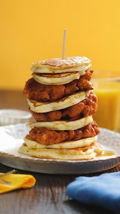 Chicken and Pancakes You've heard of chicken and waffles but there's a new brunch in town. You need to try these fluffy pancakes with crispy fried chicken ASAP! Chicken And Pancakes Recipe, Chicken Recipes, Fried Chicken And Waffles, Good Food, Yummy Food, Fluffy Pancakes, Banana Pancakes, Tapas, Breakfast Recipes