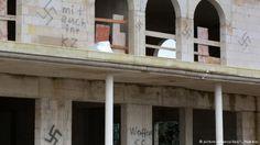 Cami inşaatına Nazi sembolleri