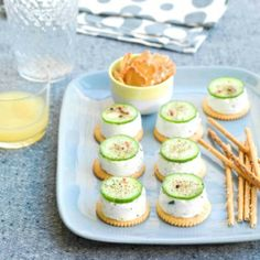 Cake with zucchini bacon and goat's cheese - Clean Eating Snacks Indian Food Recipes, Real Food Recipes, Freezer Cookies, Savory Cheesecake, Party Food Buffet, Nibbles For Party, Dessert Drinks, Appetisers, Savoury Cake