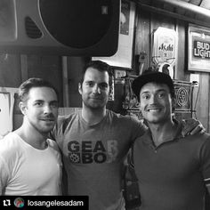 #Repost @losangelesadam with @repostapp ・・・ Just another Thursday night hanging out at barneys beanery, playing some air hockey...hanging out with superman!!! #henrycavill #barneysbeanery #airhockey #anightwithfriends