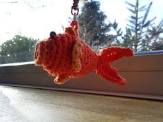Voor buurvrouw Seia dit goudvisje gemaakt. Komt uit boekje sleutelhangers haken.