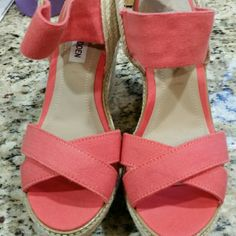 Steve Madden wedges Super cute coral wedges. New, barely worn. Steve Madden Shoes Wedges