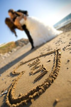 Very cute idea for a beach wedding photo shoot!