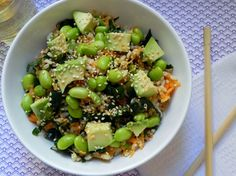 What? A way to satisfy my sushi craving without going out for sushi? I think YES! Edamame sushi bowl...