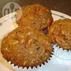 These carrot muffins come with the goodness of wholemeal flour and oats, but there's a sweet surprise - cream cheese centres! Pate A Muffins, Carrot Muffins, Oatmeal Muffins, Oatmeal Raisins, Frosting Recipes, Dessert Recipes, Cream Cheese Snacks, Stevia Recipes, Muffin Recipes
