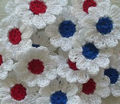 Crochet Daisy Flower Appliques, Red, White and Blue - set of 12 Crochet Sunflower, Crochet Daisy, Crochet Quilt, Crochet Squares, Cotton Crochet, Thread Crochet, Crochet Motif, Crochet Yarn, Crochet Flowers