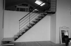 Escalier métallique quart-tournant sur limon central.  Architecture et décoration contemporaine. Art Métal Concept - Quimper