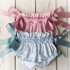 45 Ideas For Sewing Baby Pants Kids Baby Girl Pants, Little Girl Dresses, Smocking Baby, Smocked Baby Clothes, Baby Bloomers, Moda Vintage, Kids Pants, Baby Sewing, Baby Dress