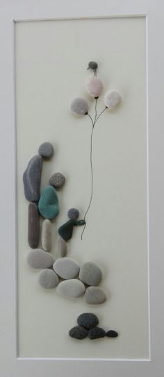 Pebble art Family 3 You see a beautiful family, mother, father and baby girl .. All eyes are toward the youngest and sweetest girl .. This pebble art has a beautiful composition, perfectly integrated into the natural color of the stone .. to dress fluttering mother, the girl is