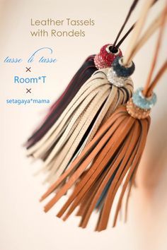 Room*T「Leather Tassels with Rondels」 Leather Keychain, Leather Necklace, Leather Jewelry, Leather Craft, Diy Tassel, Tassel Jewelry, Beaded Jewelry, Tassels, Embellished Shoes