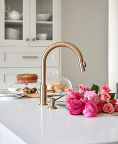 Gold Kitchen Accents - Design photos, ideas and inspiration. Amazing gallery of interior design and decorating ideas of Gold Kitchen Accents in bathrooms, kitchens by elite interior designers. Brass Kitchen Faucet, Gold Kitchen, Kitchen Hardware, Light Grey Kitchens, Cool Kitchens, Brown Leather Bar Stools, White Quartz Counter, Best Faucet, Hay Design