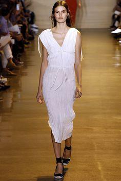 Altuzarra Spring 2016 Ready-to-Wear Fashion Show Collection: See the complete Altuzarra Spring 2016 Ready-to-Wear collection. Look 1