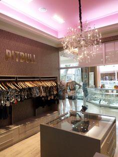 Arquitetura de interiores e decoração de loja de roupas femininas