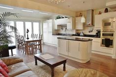 Kitchen Family Room Design Layout Inspirational Kitchen as Stage for Living and Dining Ingenious Layout. Kitchen Diner Lounge, Kitchen Diner Extension, Open Plan Kitchen Diner, Open Plan Kitchen Living Room, Kitchen Dining Living, Kitchen Family Rooms, Kitchen Layout, New Kitchen, Kitchen Ideas