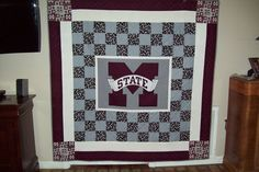 College Football Quilt - Page 2 Quilting Board, Quilting Ideas, Quilting Projects, Mississippi State Bulldogs, Georgia Bulldogs, Football Quilt, Sports Quilts, Cute Quilts, Bed Runner