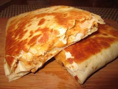 How to Make Quesadillas How To Make Nachos, How To Make Quesadillas, Savoury Dishes, Food Dishes, Recipe For Marriage, Quesadilla Recipes, Food Obsession, Fabulous Foods, Mexican Food Recipes