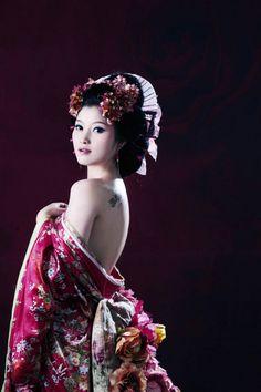 Traditional Chinese dress &&&&&......http://es.pinterest.com/stjamesinfirm/ancient-cultures-asia-kimono-hanfu-cheongsam-qipao/ MIR...COMP....