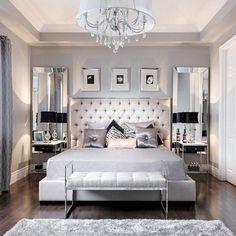 schlafzimmer dekorieren moderne schlafzimmer kronleuchter bilder spiegeln grauer teppich