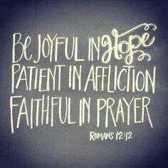 Romanos 12:12 NVI Alégrense en la esperanza, muestren paciencia en el sufrimiento, perseveren en la oración.