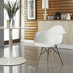 Eames design chair - a timeless classic of design Grey Desk Chair, Wood Arm Chair, Dining Arm Chair, Dining Area, Swivel Chair, Chair Cushions, White Dining Chairs, Eames Chairs, Side Chairs