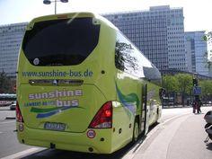 """Big+bus+sunshine+;-)+ <BR> <BR>en+prélude+à+une+tentative+touristique+aujourd'hui+même.+ <BR> <BR>[devant+la+gare+Montparnasse,+mardi+10+avril+2007]+ <BR> <BR>rajouti+de+15+h+15+:+j'ignorais+qu'un+film+au+nom+de+""""Sunshine""""+sortait+aujourd'hui+;+c'est+à+celui+de+""""Little+miss+Sunshine""""+que+je+songeais.+ +gilda_f"""