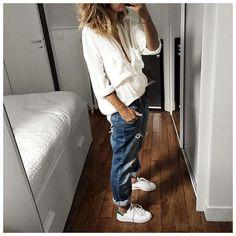 """""""Tenue du samedi : jean bleu et haut blanc encore et toujours! • Silk Shirt…"""