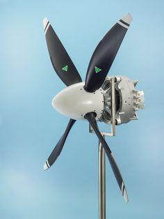 Ultraleichtes Kraftpaket für das elektrische Fliegen / Powerful Ultralight Motor for Electrically Powered Flight