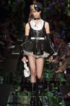 ad3ab356 Moschino Spring 2018 Ready-to-Wear Fashion Show