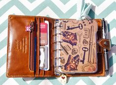 Late last summer, I discovered that a pocket size Filofax worked beautifully for my needs. Provided it was one of the ones with the rings, it holds everything I need and is small enough to ca… Filofax Malden, Day Planners, Personal Planners, Lettering, Journal Inspiration, Clutch Purse, Notebook, Pocket, Purses