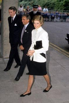 1988-05-26 Diana visits the Department of Thoracic Medicine at the Royal Free Hospital in London in aid of the British Lung Foundation