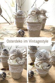 Wenn Du den Vintagestyle magst, werden Dir diese Ostereier im Anzuchttopf für die Osterdekoration sicherlich gefallen. Ein DIY für Ostern, das leicht nachzubasteln ist und ruck zuck fertig ist. Wie genau das geht, erfährst Du auf meinem Blog. #tischleindeckdichblog Planter Pots, Jar, Easter, Blog, Home Decor, Funny Presents, Simple Diy, Gypsum, Diy Home Crafts