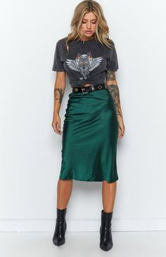 Trisha Midi Skirt Emerald – Beginning Boutique Mode Hippie, Hippie Look, Edgy Outfits, Mode Outfits, Fashion Outfits, Rock Chic Outfits, Casual Skirt Outfits, School Outfits, Skirt Outfits For Winter