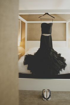 This black wedding dress took my breath away!  Photography: Rebecca Peplinski Photography - cargocollective.com/rebeccapeplinski  Read More: http://www.stylemepretty.com/california-weddings/2014/06/26/art-deco-inspired-wedding-at-skirball-cultural-center/
