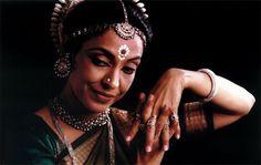 Madhvi Mudgal - My favourite Oddissi dancer madhavi_mudgal_operaprima.jpg (600×381)