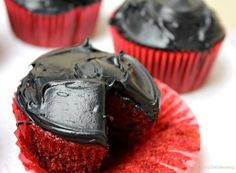 "Sith Cupcakes | Community Post: 17 Foods Guaranteed To Excite Any ""Star Wars"" Fan"