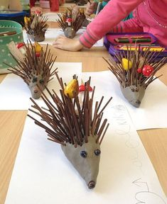 These fall crafts for kids are wonderful! I'm always amazed how creative people are! There are lots of great ideas here that the kids are going to love and happy Forest School Activities, Autumn Activities For Kids, Fall Crafts For Kids, Toddler Crafts, Craft Activities, Kids Crafts, Diy Crafts For Kids, Arts And Crafts, Autumn Crafts