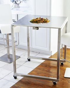This stainless steel height adjustable Teppanyaki goes from dining table to bar height as quick and easy as it rolls around on 4 wheels. Moving and grooving with your food! Also perfect for presentation cooking sessions. Or just plain ol' fun around the house.