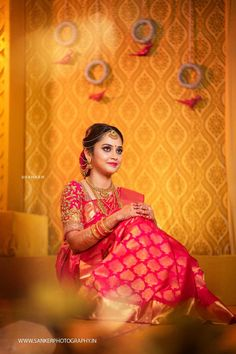 An Artfully Shot Wedding That We All Need To Check Out! Indian Wedding Poses, Indian Wedding Photography Poses, Indian Bridal Outfits, Indian Bridal Fashion, Tamil Wedding, Outdoor Photography, Bridal Sarees South Indian, Wedding Silk Saree, South Indian Bride