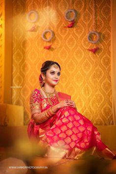 An Artfully Shot Wedding That We All Need To Check Out! Indian Bridal Sarees, Indian Bridal Outfits, Wedding Silk Saree, Tamil Wedding, Kerala Bride, South Indian Bride, Indian Wedding Photography Poses, Wedding Poses, Outdoor Photography