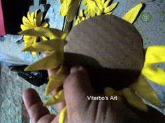Flores em E.V.A. / PET / Meias de Seda: Girassol em e.v.a passo a passo House, Vase Arrangements, Sunflower Art, Sunflower Flower, Silk Stockings, Christmas Decor, Sunflowers, Plants, Haus