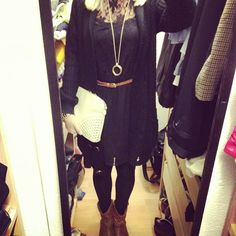 Outfit und Song des Tages Nr. 122    http://bootsmannundtornado.com/2012/11/25/outfit-and-song-of-the-day-no-122/    #fashion #dress #look #ootd #outfit #boots #kleid #clutch #cardigan