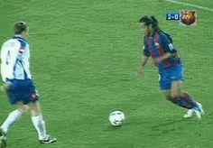 Ronaldinho doing the PERFECT elastico :)