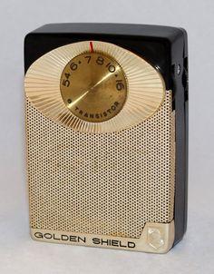 https://flic.kr/p/PTEYGQ | Vintage Golden Shield Transistor Radio, Model Series 7010, AM Band Only, 6 Transistors, Golden Shield Corporation, Great Neck, NY, Made in Japan, Circa 1960s
