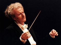 """In Memoriam – Sir Colin Davis     """"There's no need for conductors to be in such a hurry in career terms: """"Fill your mind as much as you possibly can with anything else. Where are you going to get new ideas from if you don't read? Music doesn't feed itself.""""  http://jessicamusic.blogspot.co.uk/2012/03/when-jd-met-sir-colin-davis.html    Photo Credit: BR/Foto Sessner 1983"""