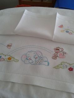 Gallery.ru / Foto # 24 - 124 - ergoxeiro Baby Embroidery, Hand Embroidery Patterns, Cross Stitch Embroidery, Baby Sheets, Baby Bedding Sets, Diy Furniture Making, Painted Vinyl Floors, Baby Zimmer, Sewing Pillows