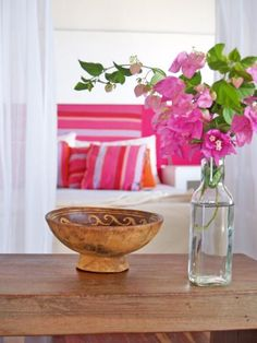 Because it's the color of relationships in feng shui, pink is one of the best colors to decorate a bedroom with, says Ken. Pink represents love, joy, happiness and romance. It doesn't need to be a whole room, even a splash will do. Alternatively, light blue is a positive relationship color.