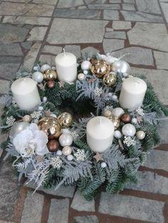 Adventi körséta - Art de Fleurs - Hodonín-CZ Christmas Candle Centerpieces, Rose Gold Christmas Decorations, Christmas Advent Wreath, Christmas Arrangements, Xmas Wreaths, Christmas Candles, Xmas Decorations, Christmas Crafts, Christmas Time