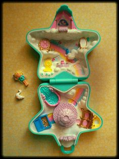 Polly Pocket Wishing World was my favorite one 90s Toys, Retro Toys, Vintage Toys, Polly Pocket World, Doll Toys, Dolls, Pound Puppies, 90s Childhood, Cute Toys