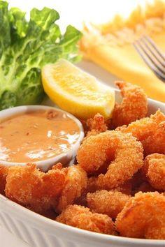 Жареные креветки в кляре из эля с соусом тартар